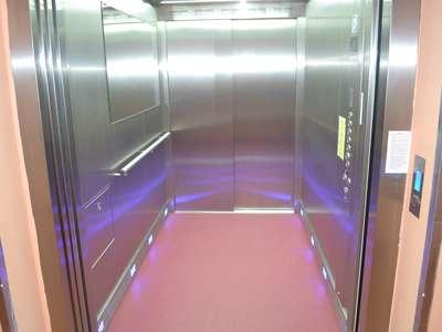 Výtah na budově Máchova