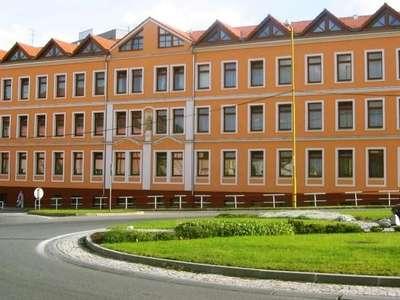 Budova Bezručova - rok 2004